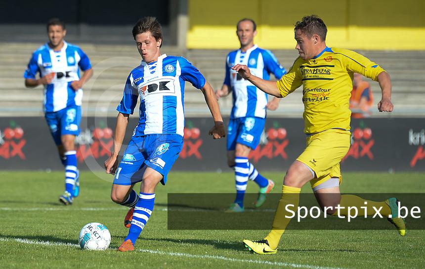 Gullegem - AA Gent :<br /> <br /> Nicolas Gezelle (R) probeert een voorzet van Hannes Van Der Bruggen (L) te verhinderen<br /> <br /> foto VDB / BART VANDENBROUCKE