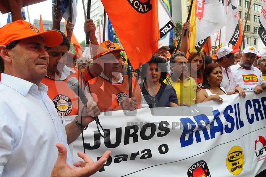 SAO PAULO, SP, 18 Janeiro 2012 .Protesto da UGT na Av Paulista em frente ao Banco Central  .  (FOTO: ADRIANO LIMA - NEWS FREE)