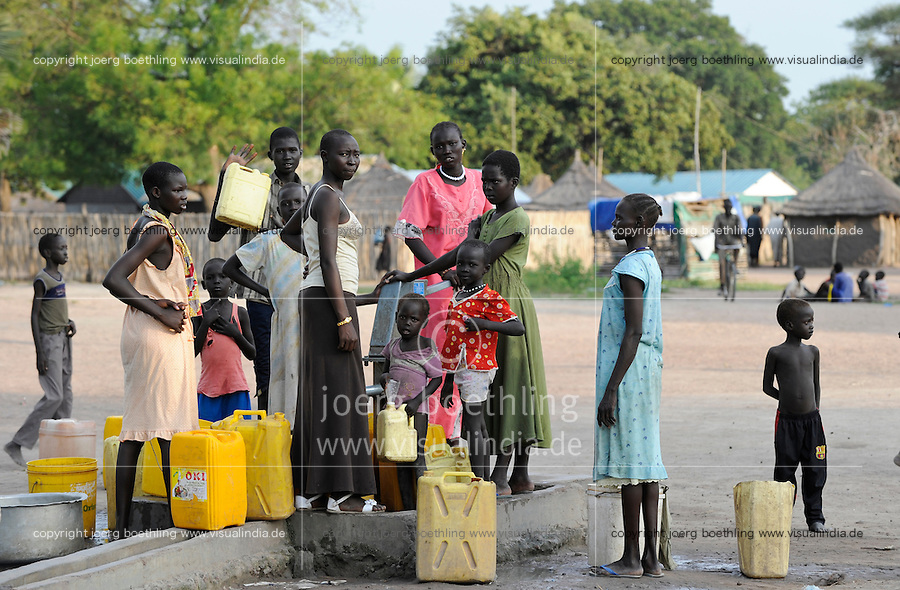 SOUTH-SUDAN Rumbek water supply, women fetch water from hand pump set / SUED-SUDAN Rumbek, Wasserversorgung, Frauen holen Wasser von einem Brunnen