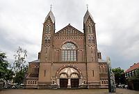 Nederland  Nijmegen  2016. De Titus Brandsma Gedachteniskerk ( tot 1 maart 2004 Sint-Jozefkerk ) in Nijmegen is een driebeukige kruisbasiliek, gelegen aan het Keizer Karelplein. Foto Berlinda van Dam / Hollandse Hoogte
