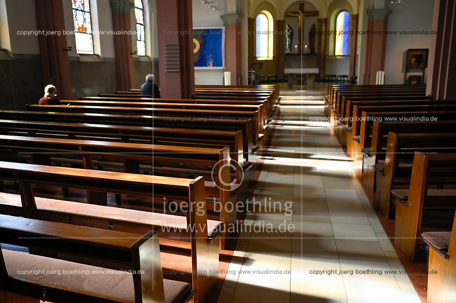 Germany, Hamburg, Corona crisis, empty catholic church on Good Friday during Easter / leere Katholische Kirche in der Osterzeit