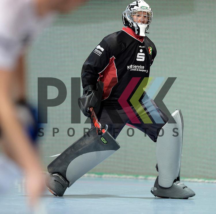 GER - Mannheim, Germany, November 28: During the 1. Bundesliga Sued Herren indoor hockey match between Mannheimer HC (red) and TG Frankenthal (white) on November 28, 2015 at Irma-Roechling-Halle in Mannheim, Germany. Final score 7-7 (HT 3-3).  Carsten Peikert #1 of TG Frankenthal<br /> <br /> Foto &copy; PIX-Sportfotos *** Foto ist honorarpflichtig! *** Auf Anfrage in hoeherer Qualitaet/Aufloesung. Belegexemplar erbeten. Veroeffentlichung ausschliesslich fuer journalistisch-publizistische Zwecke. For editorial use only.