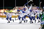 Stockholm 2013-03-05 Bandy SM-semifinal 2 , Hammarby IF - Edsbyns IF :  .Edsbyn jublar sedan Edsbyn 8 Hans Andersson avgjort på straff.(Byline: Foto: Kenta Jönsson) Nyckelord:  jubel glädje lycka glad happy