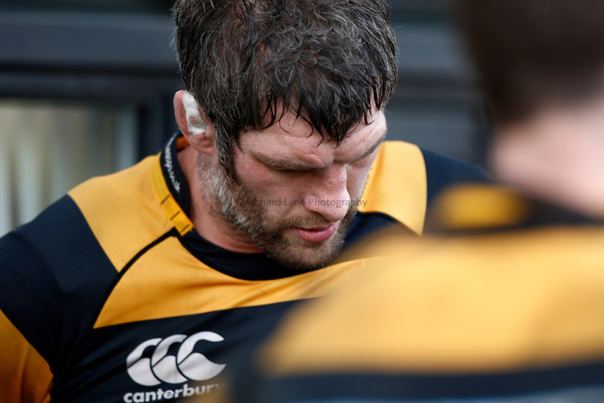Photo: Richard Lane/Richard Lane Photography. Glasgow Warriors v London Wasps. Heineken Cup. 16/01/2011. Wasps' Simon Shaw shows dejection.