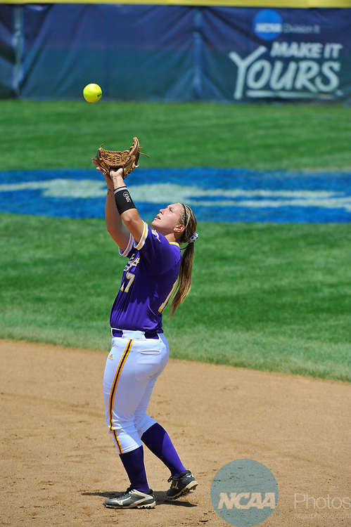 SALEM, VA - MAY 29: Ashley Thell (17) of Minnesota State University makes a catch against Angelo State University during the Division II Women's Softball Championship held at Moyer Park on May 29, 2017 in Salem, Virginia. Minnesota State defeated Angelo State 5-1 to win the national championship. (Photo by Andres Alonso/NCAA Photos via Getty Images)