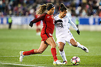 HARRISON, NJ, 04.03.2017 - ESTADOS UNIDOS-INGLATERRA - Mallory Pugh dos Estados Unidos disputa bola com Demi Stokes da Inglaterra em  jogo valido pela segunda rodada da SheBelieves Cup no Red Bull Arena na cidade de Harrison nos Estados Unidos neste sábado , 04 (Foto: William Volcov/Brazil Photo Press)