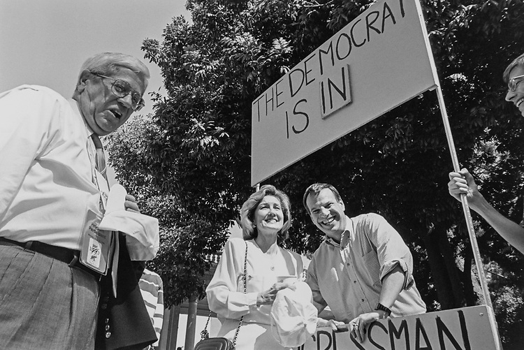 Former Attorney Ray Hutchison, and Sen. Kay Bailey Hutchison, R-Tex., say hello to Rep. Bob Filner, D-Calif. 1996 (Photo by Maureen Keating/CQ Roll Call via Getty Images)