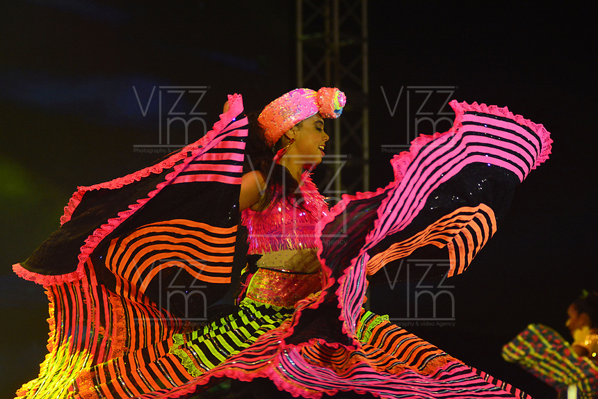 BARRANQUILLA - COLOMBIA, 19-01-2019: Con un homenaje a Eshercita Forero y a las Marimondas del Barrio Abajo, se realizó la lectura del Bando por parte de la Reina del Carnaval de Barranquilla 2019, Carolina Segebre Abudinen, y quedan oficialmente iniciadas las fiestas. La reina acompañada del Rey Momo, Freddy Cervantes y los reyecitos infantiles, Isabel Sofía Chacón y César De La Hoz, recibieron las llaves de la ciudad por parte del alcalde Alejandro Char Chaljub. La música estuvo a cargo de la Banda de Baranoa y grupos folclóricos locales. También se presentaron el Cantante dominicano, Eddy Herrera, además de Aníbal Velásquez y Dolcey Gutierrez. Para finalizar, sorprendió la aparición del jugador del Junior Teófilo Gutiérrez, disfrazado de marimonda junto a la reina del Carnaval 2019. / With a tribute to Eshercita Forero and the Marimondas of Barrio Abajo, El Bando was read by the Carnival Queen of Barranquilla 2019, Carolina Segebre Abudinen, and the Carnival parties are officially open. The queen, accompanied by King Momo, Freddy Cervantes and the infantile youngsters, Isabel Sofía Chacón and César De La Hoz, received the keys to the city from Mayor Alejandro Char Chaljub. The music was in charge of the Band of Baranoa and local folk groups. Also present were the Dominican Singer, Eddy Herrera, as well as Aníbal Velásquez and Dolcey Gutierrez. At he end of night Junior player Teófilo Gutiérrez, appeared disguised as a marimonda with the Queen of Carnival 2019.  Photo: VizzorImage / Alfonso Cervantes / Cont.
