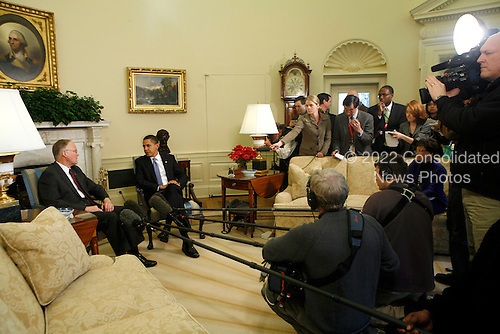 Washington, DC - February 2, 2009 -- United States President Barack Obama speaks to the press during a meeting with Jim Douglas, Governor of Vermont on the economy in the Oval Office of the White House, Washington DC, February 2, 2009..Credit: Aude Guerrucci - Pool via CNP