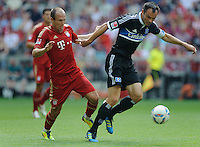 Fussball Bundesliga Saison 2011/2012 3. Spieltag FC Bayern Muenchen - Hamburger SV V.l.: Arjen ROBBEN (FCB), Heiko WESTERMANN (HSV).