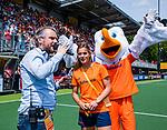 Den Bosch  -  International  Pien Sanders   voor ONVZ  met Rutger Vermast  voor  de Pro League hockeywedstrijd dames, Nederland-Belgie (2-0)).  COPYRIGHT KOEN SUYK