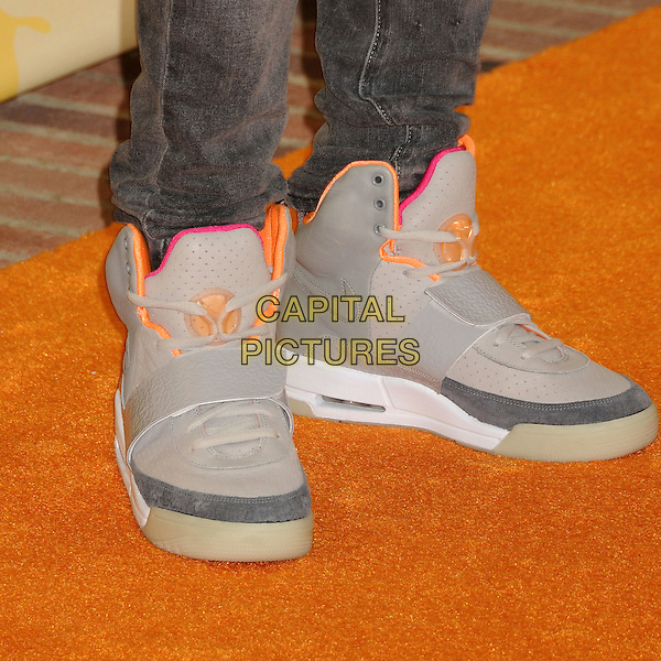 PETE WENTZ .Nickelodeon's 2009 Kids' Choice Awards held at the UCLA Pauley Pavilion, Westwood, CA. USA, .28th March 2009..detail shoes trainers grey gray nike .CAP/ADM/BP.©Byron Purvis/Admedia/Capital PIctures