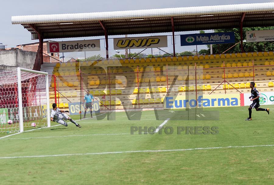 SAO PAULO, SP - 10.01.2018 - UNIAO BARBARENSE-RIO BRANCO - <br /> <br /> Jogador do Lucas de Souza do Rio Branco, marca gol durante partida conta o Uni&atilde;o Barnarense pela Copa S&atilde;o Paulo de Futebol Junior, na tarde desta quarta-feira (10), no est&aacute;dio Jos&eacute; Liberatti, em Osasco.<br /> <br /> <br /> <br /> (Foto: Fabricio Bomjardim / Brazil Photo Press)