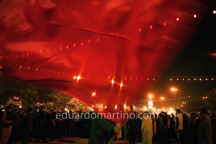 Flags in the air on Ashura's eve. Kerbala, Iraq.<br />