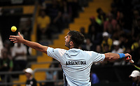 BOGOTA-COLOMBIA, 07-03-2020: Juan Ignacio Londero de Argentina, sirve a Daniel Galan de Colombia, durante partidos de los enfrentamientos para Las clasificatorias Copa Davis by Rakuten 2020 entre Colombia y Argentina en el Palacio de los Deportes en la ciudad de Bogota. / Juan Ignacio Londero from Argentina, serves to Daniel Galan from Colombia during matches of the clashes for the Davis Cup by Rakuten 2020 qualifiers between Colombia and Argentina at the Palacio de los Deportes in Bogota city. / Photo: VizzorImage / Luis Ramirez / Staff.