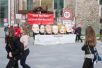 """Am Mittwoch den 10. April 2019 protestierte die Kampagnenorganisation campact! anlaesslich der ersten Sitzung des """"Klimakabinett"""" vor dem Kanzleramt unter dem Motto: """"1,5 Grad sind das Limit"""". Sie forderten die Erfuellung der Klimaziele des Pariser Klimaabkommens.<br /> Mit Großmasken von Wirtschaftsminister Altmaier, Verkehrsminister Scheuer, Bundeskanzlerin Merkel, Finanzminsiter Scholz, Agrarministerin Kloeckner und Innenminister Seehofer machten Campact-Unterstuetzer auf die Blockade-Haltung der Ministerien aufmerksam.<br /> 10.4.2019, Berlin<br /> Copyright: Christian-Ditsch.de<br /> [Inhaltsveraendernde Manipulation des Fotos nur nach ausdruecklicher Genehmigung des Fotografen. Vereinbarungen ueber Abtretung von Persoenlichkeitsrechten/Model Release der abgebildeten Person/Personen liegen nicht vor. NO MODEL RELEASE! Nur fuer Redaktionelle Zwecke. Don't publish without copyright Christian-Ditsch.de, Veroeffentlichung nur mit Fotografennennung, sowie gegen Honorar, MwSt. und Beleg. Konto: I N G - D i B a, IBAN DE58500105175400192269, BIC INGDDEFFXXX, Kontakt: post@christian-ditsch.de<br /> Bei der Bearbeitung der Dateiinformationen darf die Urheberkennzeichnung in den EXIF- und  IPTC-Daten nicht entfernt werden, diese sind in digitalen Medien nach §95c UrhG rechtlich geschuetzt. Der Urhebervermerk wird gemaess §13 UrhG verlangt.]"""