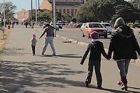 PORTO ALEGRE, RS, 24.07.2013 - CLIMA TEMPO PORTO ALEGRE - Gauchos enfreram dia de baixas temperaturas na cidade de Porto Alegre, nesta quarta-feira, 24. (Foto: Rhian Berghetti Dantas / Brazil Photo Press).