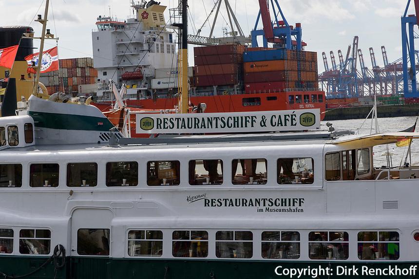Restaurant-Schiff Kleinhuis im Museumshafen &Ouml;velg&ouml;&ouml;ne, Hamburg, Deutschland, Europa<br /> Restaurant-Schiff Kleinhuis atmMuseums-harbour &Ouml;velg&ouml;&ouml;ne, Hamburg, Germany, Europe