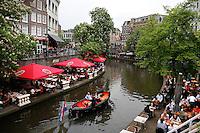 Oudegracht in Utrecht. Terrassen aan het water