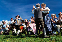 Oesterreich, Salzburger Land, Dienten, Musik, Tanz und Gesang auf der Buerglalm zum Almabtriebsfest, der Bauer tanzt mit der Sennerin | Austria, Salzburger Land, Dienten, traditional folksongs and dance at Buerglalm, farmer dancing with dairymaid