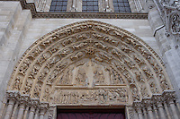 Tympanum and archivolts, central portal, Church of Notre Dame, 12th - 14th century, Mantes-la-Jolie, Yvelines, France Picture by Manuel Cohen