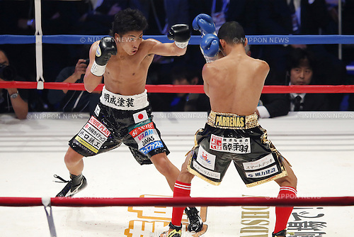 (L-R) Naoya Inoue (JPN), Warlito Parrenas (PHL), DECEMBER 29, 2015 - Boxing : WBO Superfly weight title bout at Ariake Coliseum, Tokyo, Japan. Naoya Inoue won by TKO after 2nd rounds. (Photo by Yusuke Nakanishi/AFLO SPORT)