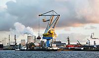 Nederland Amsterdam  2017. Noordzeekanaal.  De haven van Amsterdam.  Foto Berlinda van Dam / Hollandse Hoogte
