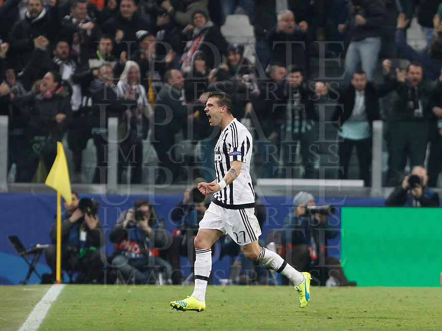Calcio, andata degli ottavi di finale di Champions League: Juventus vs Bayern Monaco. Torino, Juventus Stadium, 23 febbraio 2016. <br /> Juventus' Stefano Sturaro celebrates after scoring the equalizer goal during the Champions League first leg round of 16 football match between Juventus and Bayern at Turin's Juventus Stadium, 23 February 2016. The game ended 2-2.<br /> UPDATE IMAGES PRESS/Isabella Bonotto