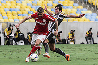 RIO DE JANEIRO, 27.04.2014 - D´Alessandro do Internacional durante o jogo contra Botafogo disputado neste domingo no Maracanã. (Foto: Néstor J. Beremblum / Brazil Photo Press)