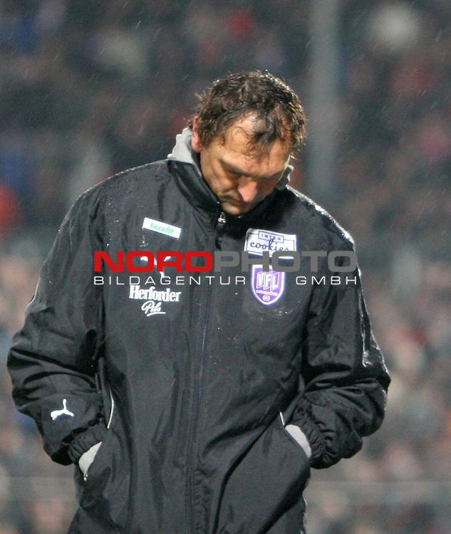 2.Liga FBL 2007/2008  25. Spieltag Rueckrunde<br /> FC St.Pauli &ndash; vs. VFL Osnabrueck 2:1<br /> <br /> Osnabruecks Trainer Claus-Dieter &quot;Pele&quot; Wollitz enttaeuscht und geknickt nach der Niederlage am Millerntor. Frust pur.<br /> <br /> <br /> <br /> Foto &copy; nph (nordphoto)<br /> <br /> *** Local Caption ***