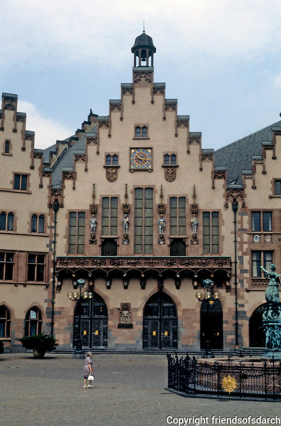 Frankfurt: Zum Romer--reconstructed early 15th century. Photo '87.
