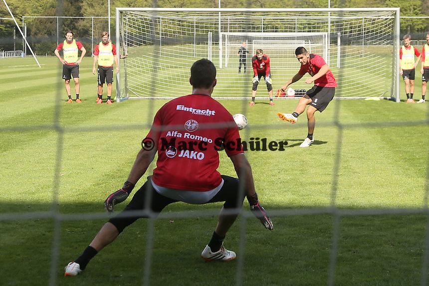 Carlos Zambrano gegen Kevin Trapp - Eintracht Frankfurt Training
