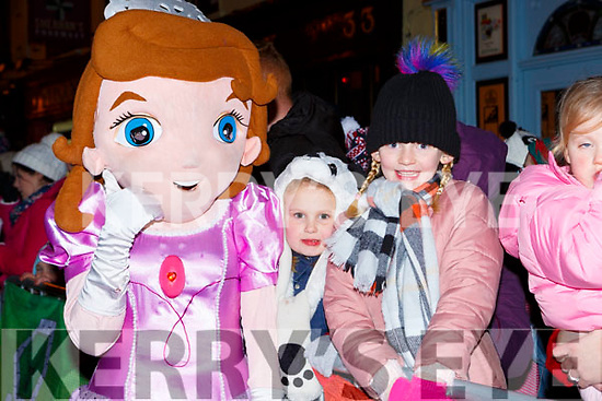 Roisn and Emer Buckley met Elsa at the Kiilarney Christmas parade on Saturday night