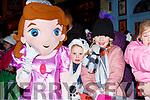 Roisn and Emer Buckley met Elsa at the Kiilarney Christmas parade on Saturday night