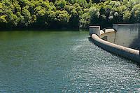 Barrage sur la rivière Maronne