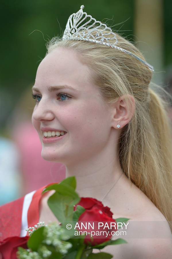 Wantagh, New York, USA. 4th July 2015. KERI BALNIS, Miss Wantagh 2015, is holding the bouquet of roses she received as winner of The Miss Wantagh Pageant ceremony, a long-time Independence Day tradition on Long Island, held at Wantagh School after the town's July 4th Parade. Since 1956, the Miss Wantagh Pageant, which is not a beauty pageant, crowns a high school student based mainly on academic excellence and community service.