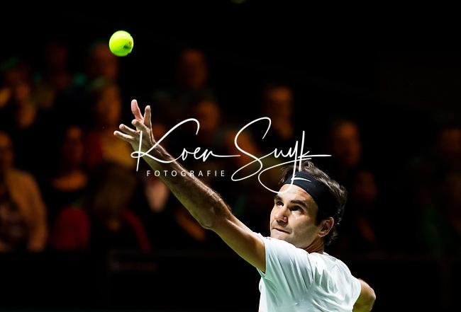 ROTTERDAM -  De Zwitser Roger Federer tijdens zijn partij tegen de Italiaan Andreas Seppi, in de halve finale van het ABN AMRO World Tennis Tournament.  FOTO  KOEN SUYK