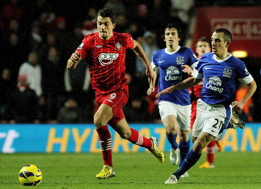 Southampton's Jay Rodriguez on the break away from Everton's Leon Osman...- Credit - CameraSport - James Marsh - ..Football - Barclays Premiership - Southampton v Everton - Monday 21st January 2013 - St Mary's - Southampton..
