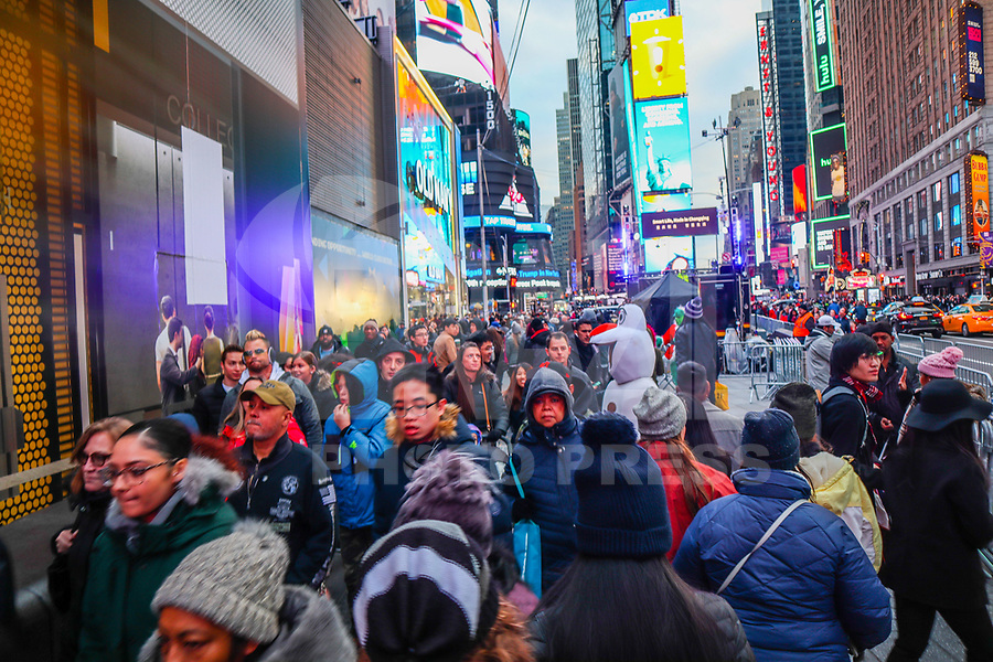 NOVA YORK, EUA, 30.12.2018 - TURISMO-EUA - Movimenta na Times Square na cidade de Nova York na tarde deste domingo, 30. (Foto: William Volcov/Brazil Photo Press)