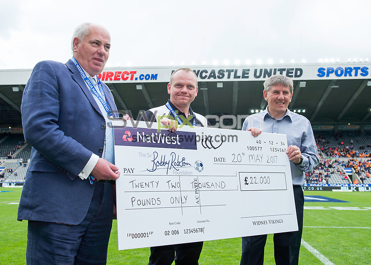 Picture by Allan McKenzie/SWpix.com - 20/05/2017 - Rugby League - Dacia Magic Weekend - St James' Park, Newcastle, England - The brief, Peter Beardsley, Widnes, cheque presentation.