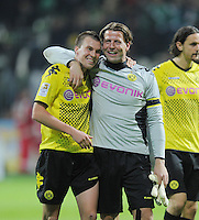 FUSSBALL   1. BUNDESLIGA   SAISON 2011/2012    9. SPIELTAG  14.10.2011 SV Werder Bremen - Borussia Dortmund                  SCHLUSSJUBEL Dortmund:  Torwart Roman Weidenfeller (re) umarmt Kevin Grosskreutz