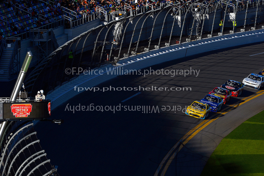 19-20 February, 2016, Daytona Beach, Florida USA<br /> Kasey Kahne leads the field into the darking shade of the tri-oval.<br /> &copy;2016, F. Peirce Williams