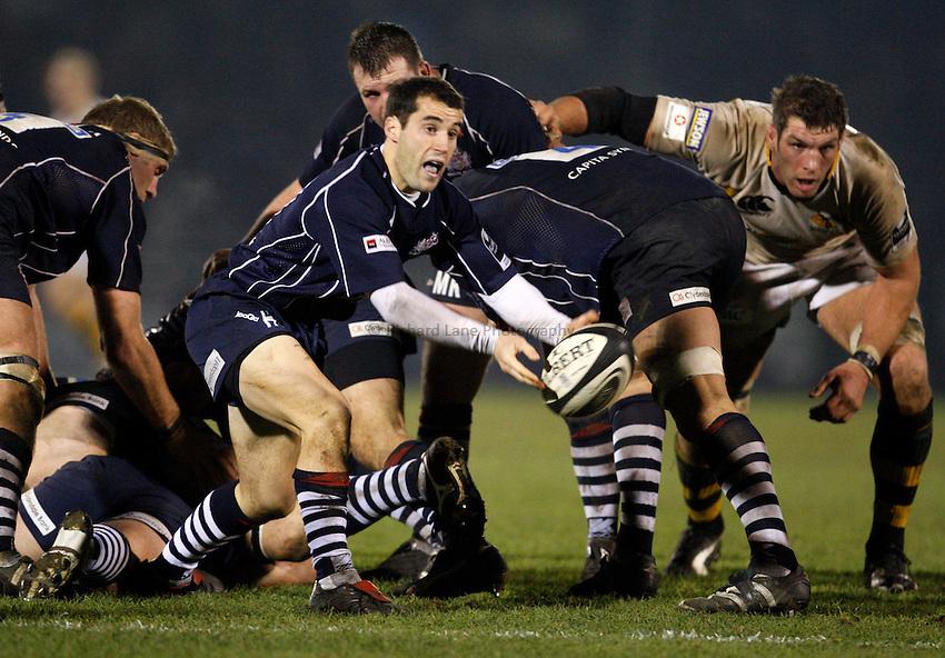 Photo: Richard Lane/Richard Lane Photography..Bristol Rugby v London Wasps. Guinness Premiership. 22/12/2007. .Bristol's Hayden Thomas passes.