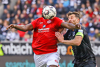 Jean-Philippe Mateta (1. FSV Mainz 05) setzt sich gegen David Abraham (Eintracht Frankfurt) durch - 12.05.2019: Eintracht Frankfurt vs. 1. FSV Mainz 05, 33. Spieltag Bundesliga, Commerzbank Arena, DISCLAIMER: DFL regulations prohibit any use of photographs as image sequences and/or quasi-video.