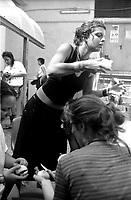 Genova 19 Luglio 2001.G8.Stadio Carlini .Ragazze preparano il pranzo