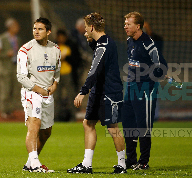 England's Frank Lampard with coach Steve Round and Head Coach Steve McClaren during training at the Maksimir stadium, Croatia..Training..Training - England..10th October, 2006..--------------------..Sportimage +44 7980659747..admin@sportimage.co.uk..http://www.sportimage.co.uk/