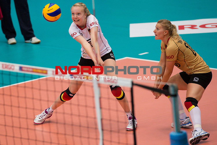 13.07.2014, Wiedigsburghalle, Nordhausen<br /> Volleyball, European League 2014, Deutschland vs. Griechenland<br /> <br /> Annahme Jennifer Geerties (#6 GER), Lisa Thomsen (#15 GER)<br /> <br />   Foto &copy; nordphoto / Kurth
