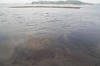 SAO PAULO, SP - 24.11.2014 - REPRESA DO GUARAPIRANGA 32,2 % - Vista da Represa do Guarapiranga nesta segunda-feira (24) na região do Grajaú, Zona Sul de São Paulo. A falta de chuvas regulares e o socorro ao sistema cantareira, a represa mantém queda constante em seu nível de armazenamento, hoje a Companhia de Saneamento Básico do Estado de São Paulo (SABESP) atualizou o sistema Guarapiranga com 32,2% de sua capacidade total.<br /> <br /> (Foto: Fabricio Bomjardim / Brazil Photo Press).