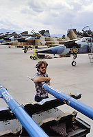 - base aerea NATO di Decimomannu (Sardegna), caccia USA F5 Aggressor che simulano gli aerei Sovietici nelle esercitazioni di combattimento aereo<br />