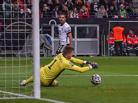 Torwart Bailey Peacock-Farrell (Nordirland, Northern Ireland) hält gegen Ilkay Gündogan (Deutschland, Germany) - 19.11.2019: Deutschland vs. Nordirland, Commerzbank Arena Frankfurt, EM-Qualifikation DISCLAIMER: DFB regulations prohibit any use of photographs as image sequences and/or quasi-video.